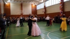 Пенсионеры поучаствовали в конкурсе бальных танцев
